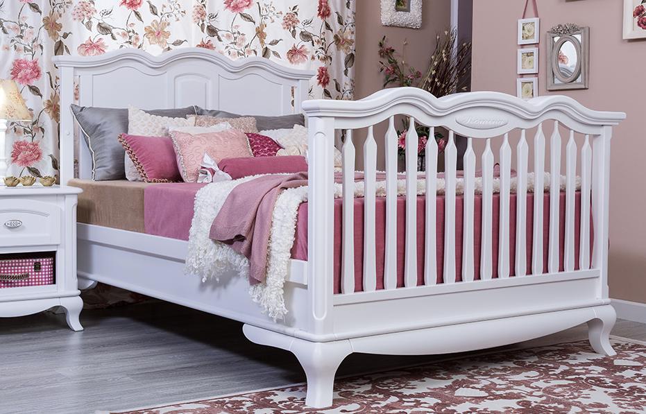 Romina Cleopatra Solid Panel Convertible Crib Kids