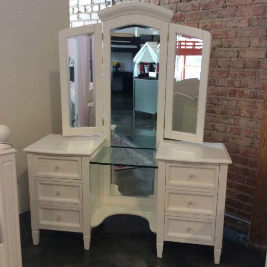 gabriela vanity dresser