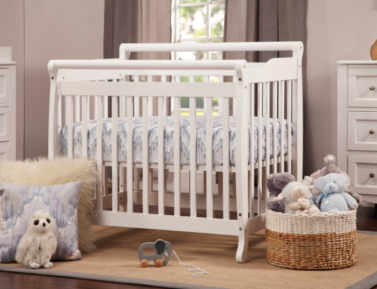 lily mini crib in white
