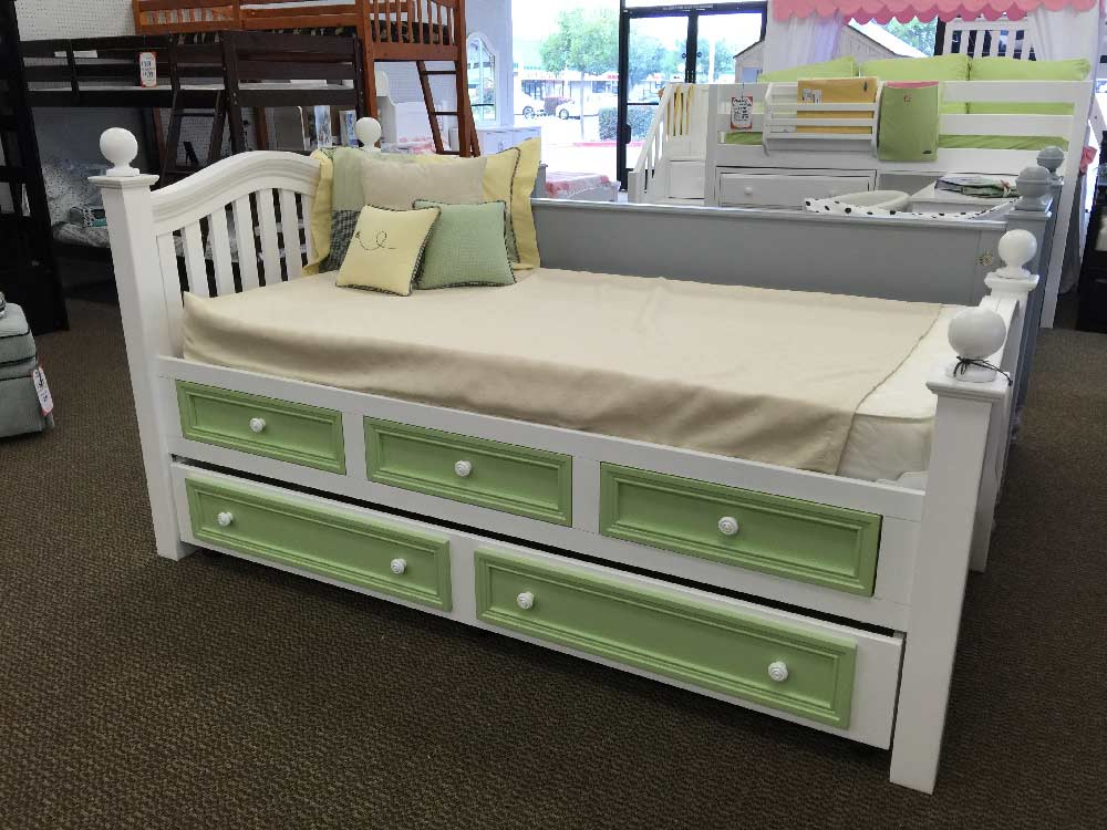 Country Hill Poster Bed w/ Storage and Trundle - Kids ...