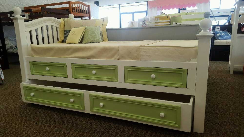 Country Hill Poster Bed W Storage And Trundle