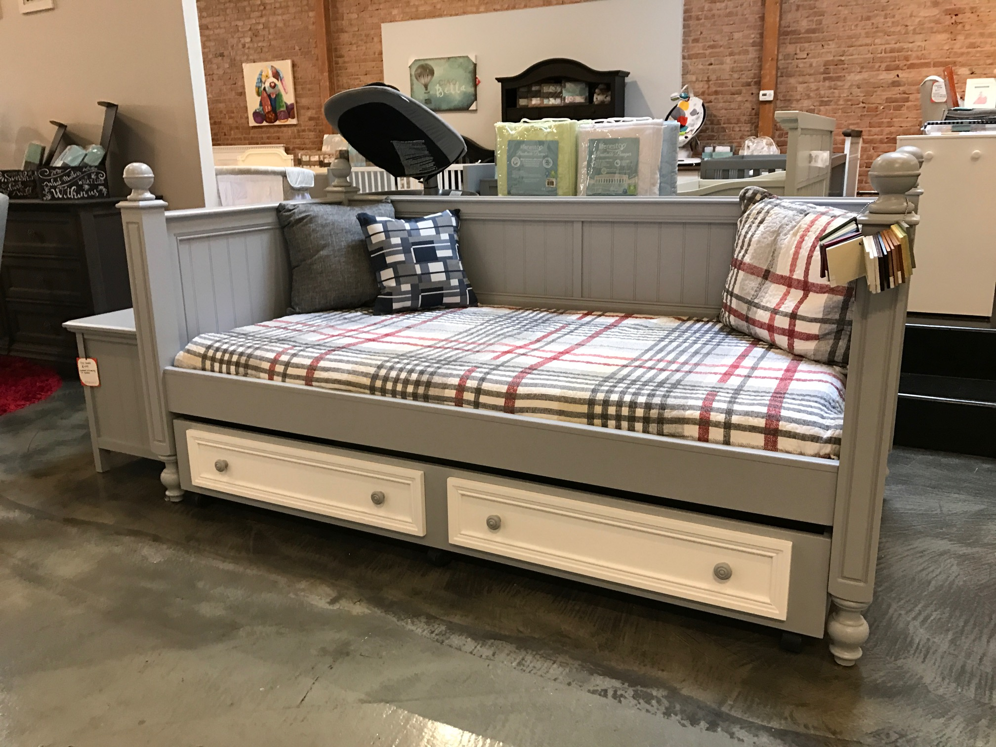 Kenmare Collection Daybed Kids Furniture In Los Angeles