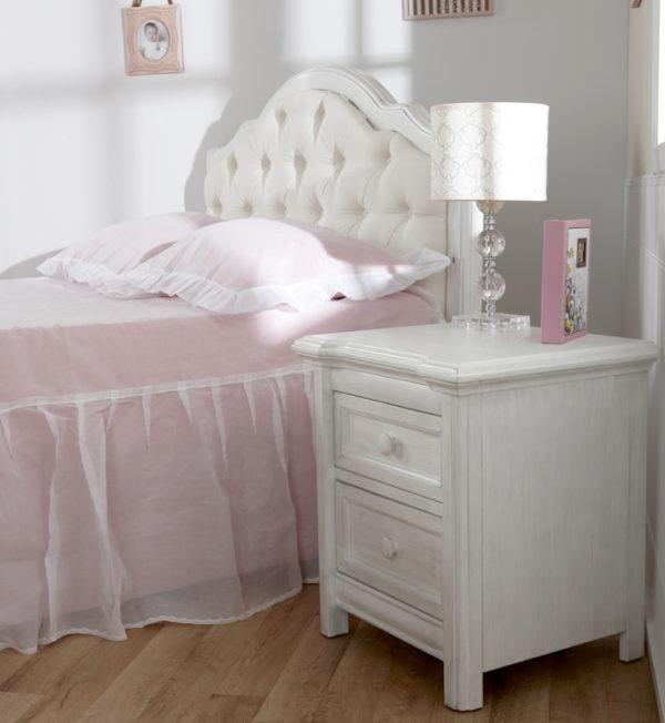 Cristallo Nightstand in Vintage White